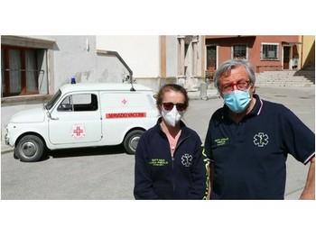 Lucia Pirolo e la 500 d'epoca contro il Covid - vaccini a domicilio