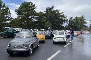 Fiat 500, compleanno sull'Etna