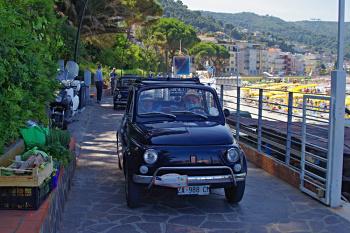 """Garlenda """"in trasferta"""" a Laigueglia (con le Fiat 500)"""