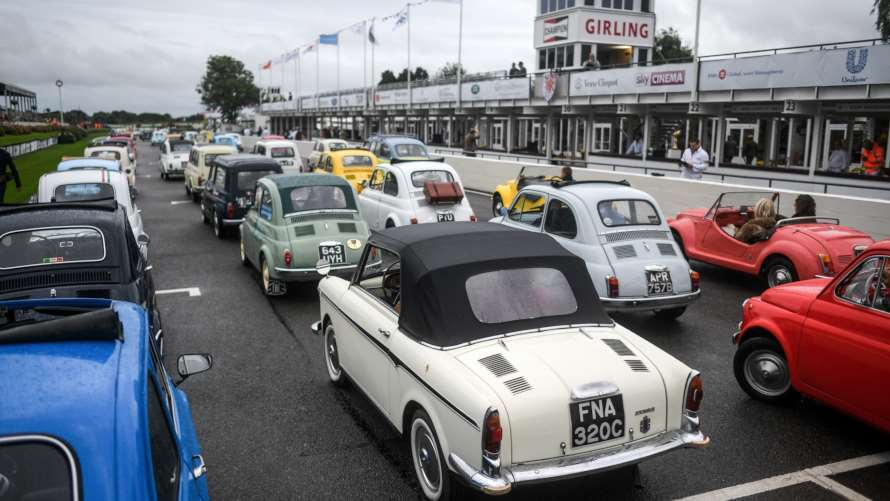 Goodwood Revival apre con la sfilata di 500